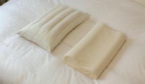 2種類(低反発枕・パイプ枕)の枕をご用意しております。