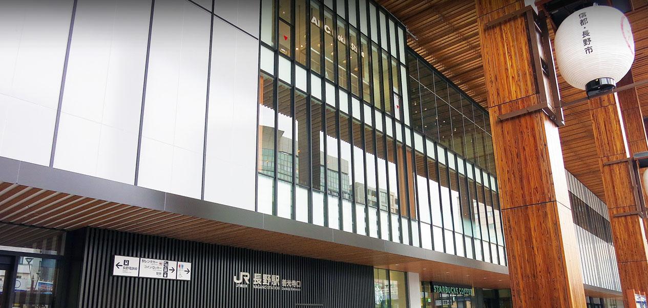 長野リンデンプラザホテルはJR長野駅から歩いて6分。善光寺までは徒歩15分。