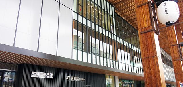 JR長野駅から歩いて6分。善光寺までは徒歩15分。